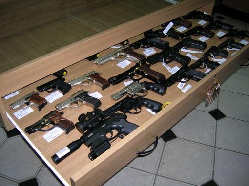 В Симферополе запретили продавать оружие фото 1