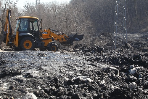 Редкий мусор доплывет до середины Днепра. Тот, что с Майдана, сможет?  фото 1
