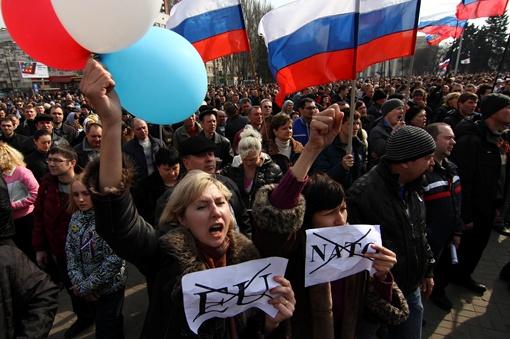 Митинг начали вполне мирно на пл.Ленина