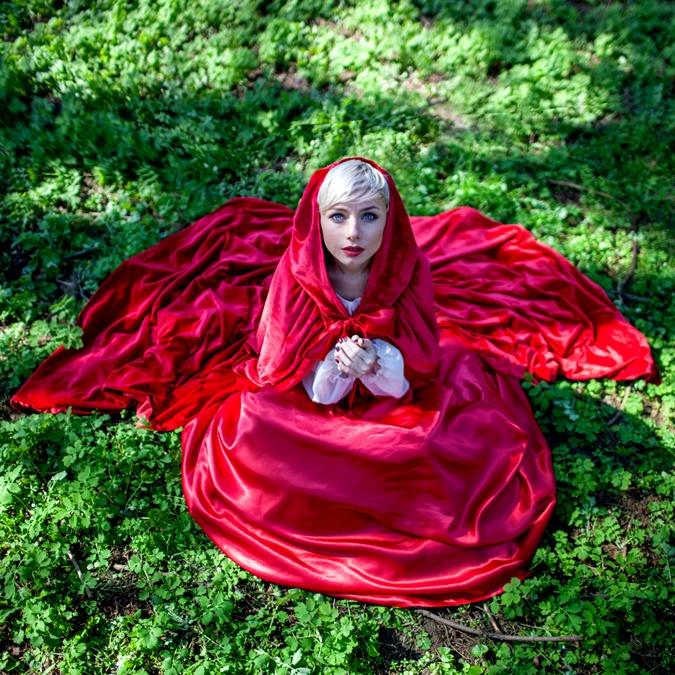 Наталья Гордиенко сделала Красную Шапочку очень романтичной. Фото: пресс-служба проекта