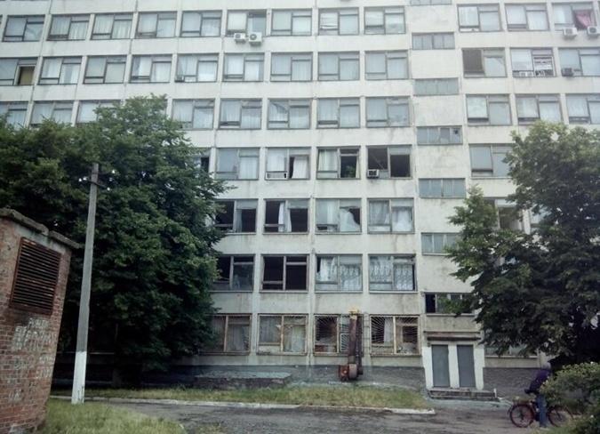 Повылетали стекла в общежитии Педуниверситета. Фото: соцсети