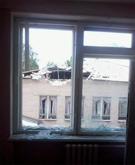 В здании школы разбита крыша. Фото: Соцсети