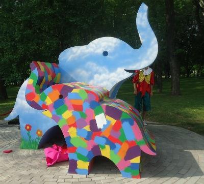 Разноцветные слоны - мама и ребенок, фото: lukyanchenko.donetsk.ua