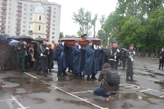 Похоронили генерал-майора Сергея Кульчицкого на Лычаковском кладбище, на поле почетных захоронений. Фото Мирославы Бзикадзе.