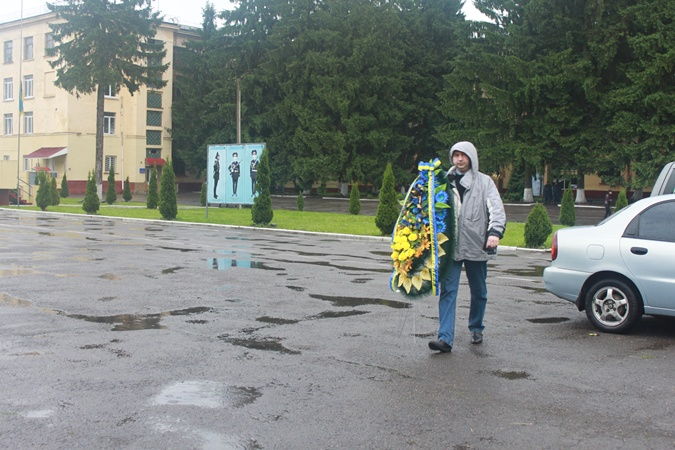 Попрощаться с Сергеем Кульчицким пришли не только его родственники, знакомые и сослуживцы, но и вполне посторонние люди, обычные львовяне. Фото Мирославы Бзикадзе.