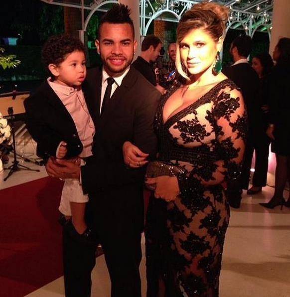 Дентиньо и Даниэлла со старшим сыном, фото: instagram.com
