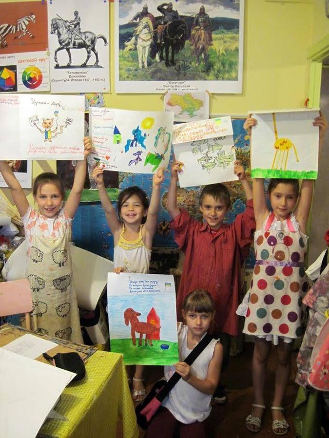 Дети тоже решили помочь украинским военным - своим творчеством. Фото: предоставил Константин Кальметьев.