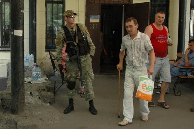 Раненых украинских солдат и ополченцев лечили вместе фото 2