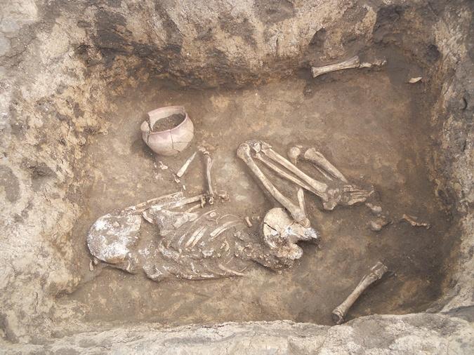 Историки предполагают, что найденное захоронение принадлежит знатному человеку. Фото: Из архива Эдуарда КРАВЧЕНКО.