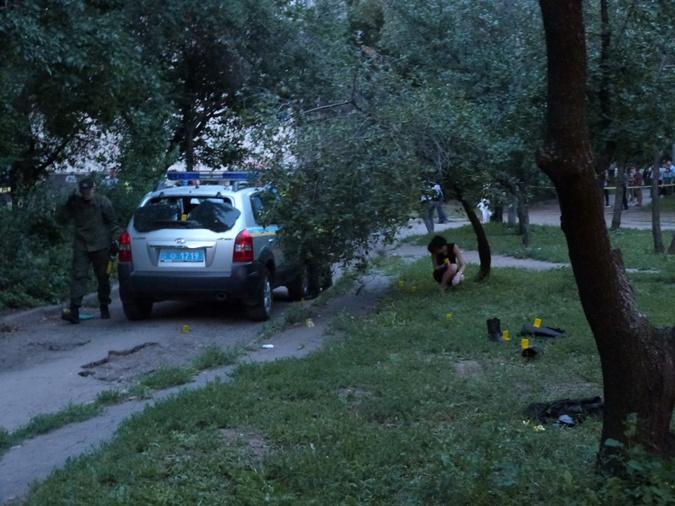 На месте расстрела работают эксперты. фото: Наталья Амирханян