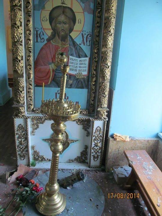 Один из снарядов попал в храм. Фото: УПЦ