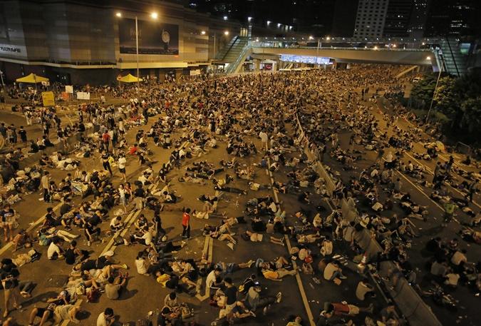 Участники акции заблокировали 26 сентября деловой центр Гонконга. Фото: Getty Images