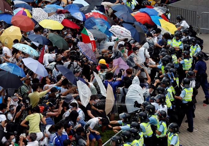 Массовую акцию протеста в Гонконге уже успели окрестить