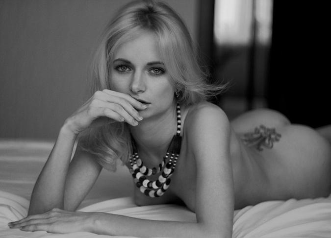 fotomodeli-zhanra-nyu-porno-s-bryunetkoy-na-rabote