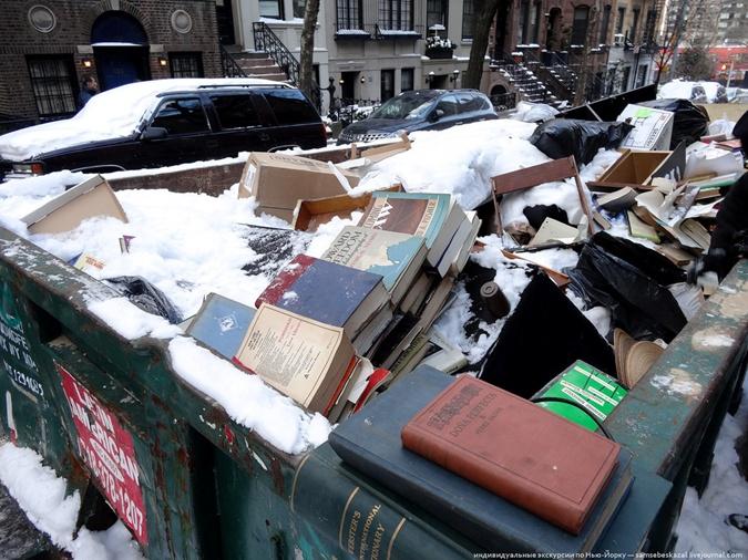 В мусорном баке нашли антикварную книгу с рисунками и автографом Сальвадора Дали фото 1