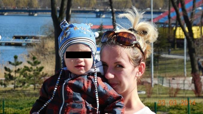"""За один шаг до смерти. Во время вчерашнего обстрела боевиками """"Донбасс-арены"""" чудом спаслась маленькая девочка - Цензор.НЕТ 9356"""