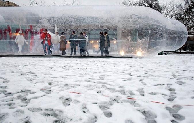 В Будапеште ко Всемирному Дню борьбы со СПИДом был установлен 25-метровый памятник презервативу. Фото: niklife.com.ua