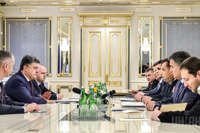 В Администрации президента решились рассказать, кто же работает бок о бок с Петром Порошенко. Фото: УНИАН