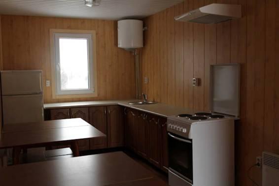 Холодильник, печка и бойлер - условия в городке будут получше, чем в некоторых военных частях.