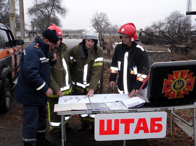 Ликвидировать ЧП выехало 60 пожарных. Фото ГЧ ЧС в Полтавской области