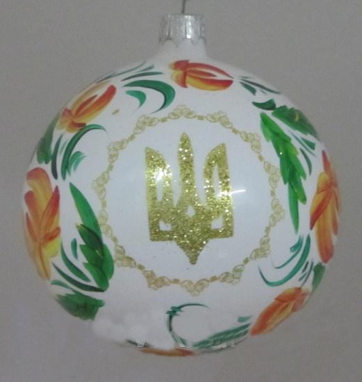 Елку теперь можно украсить елочными украшениями  в форме рождественской звезды с гербом Украины. Фото: karlkid