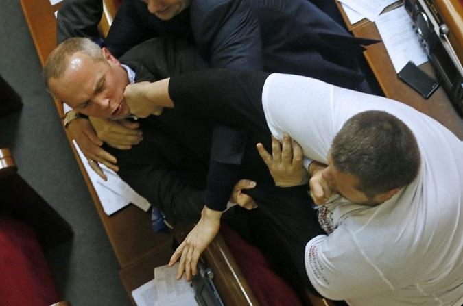 25 декабря Нестор Шуфрич схлестнулся с представителем Радикальной партии Игорем Мосийчуком. Фото: УНИАН