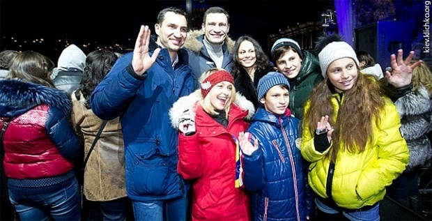 На празднование Нового года в Киеве пришло все семейство Кличко. Фото: nvua.net