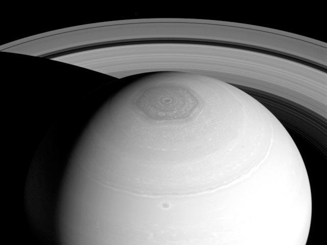 Cнимок, снятый зондом Cassini с орбиты Сатурна 2 апреля 2014 года. Фото: NASA