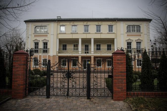 Стройки VIPов: вместо больницы Ющенко котлован, вместо центра Путина - шиномонтаж фото 2
