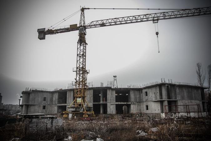 Стройки VIPов: вместо больницы Ющенко котлован, вместо центра Путина - шиномонтаж фото 1