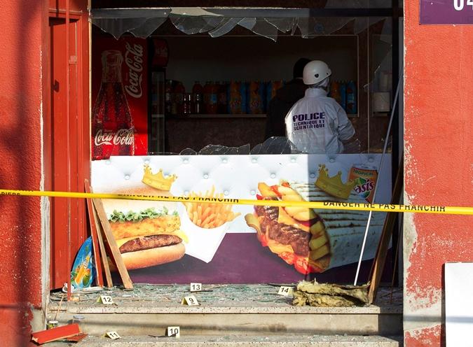 Взрыв прогремел в ресторане неподалеку от мечети в городе Вильфранш-сюр-Сон.  Фото: REUTERS