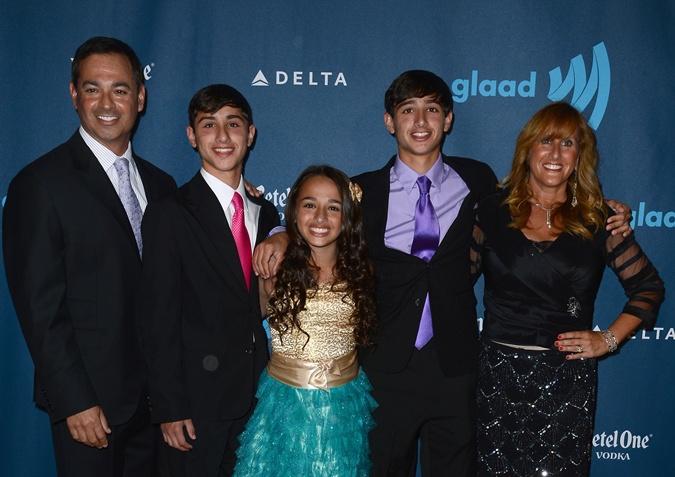 Джаз со с братьями и родителями. Фото: gettyimages
