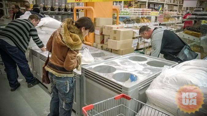 Киевляне скупают остатки сахара.