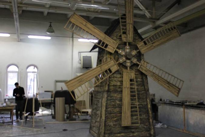 Огромная шоколадная мельница уже почти готова. Фото: соцсети