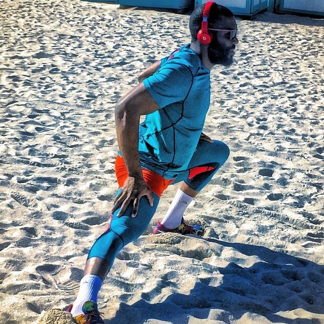 Соперник Кличко проводит разминку на пляже. Фото: Фото: Instagram