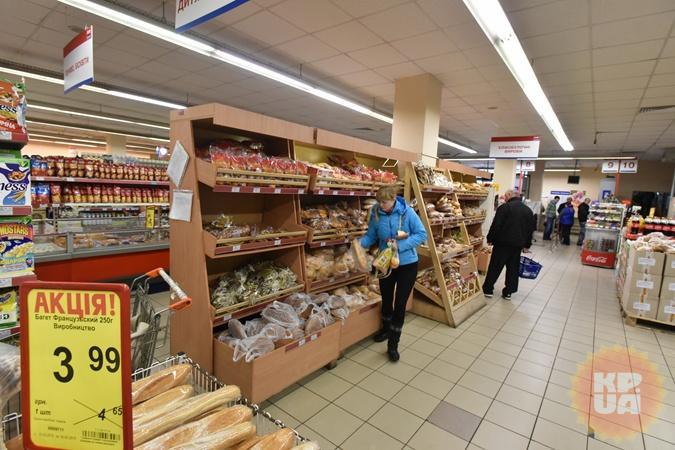 В магазинах киевляне были шокированы новыми ценами. Фото: Оскар ЯНСОНС.