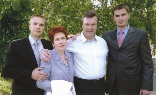 Семья Януковича. Фотография сделана к президентской кампании-2004. Фото: архив