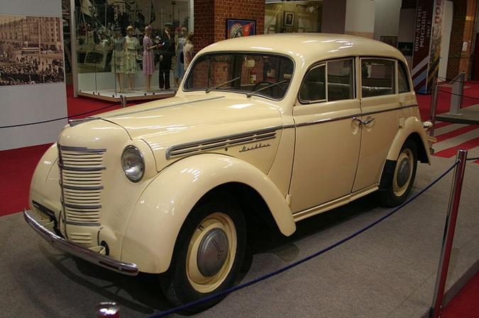 Вот такой красавец Москвич-400 имеется в коллекции чиновника. Фото: Википедия