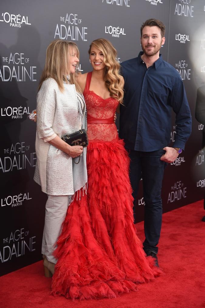 Блейк Лайвли с мамой и братом.