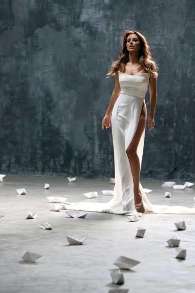 Головокружительный разрез платья Ани вызвал нешуточные дискуссии в соцсетях и СМИ. Фото: пресс-служба Ани Лорак