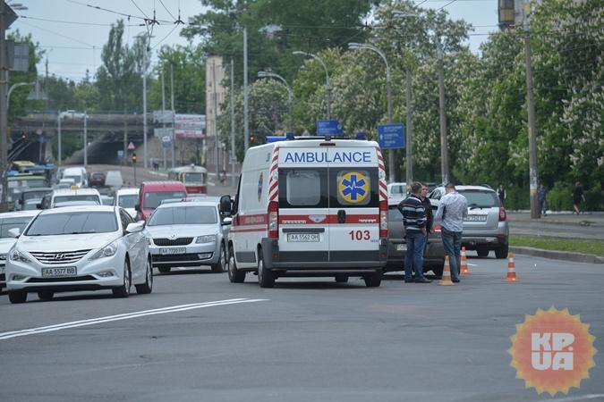 Авария случилась на перекрестке улицы Кирилловской (Фрунзе) и Подольского спуска