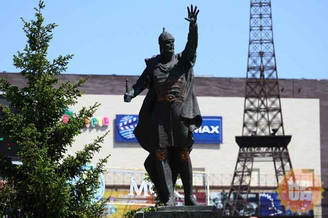 Вандалам, изуродовавшим памятник Александру Невскому в Харькове, светит статья за хулиганство фото 1