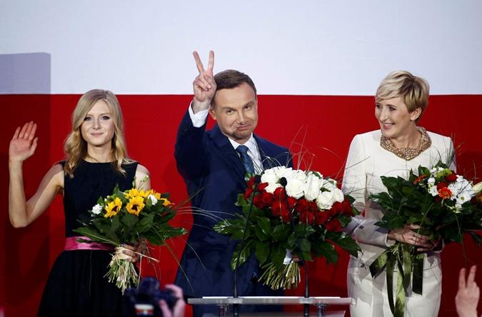 Анджея Дуду поддержала дочь Кинга и супруга Агата. Фото: REUTERS