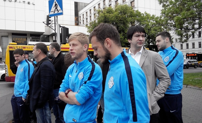 Вместе с командой прогуляться вышел исполнительный директор клуба Андрей Русол. Фото: Юлия МАМОЙЛЕНКО