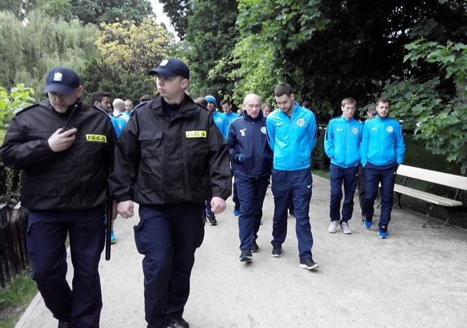 Украинскую делегацию сопровождали лишь несколько полицейский. Фото: Юлия МАМОЙЛЕНКО