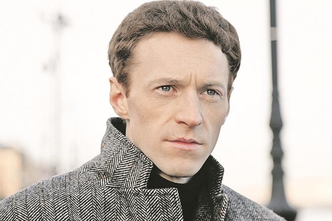 Поэта Якова Протского (Иосифа Бродского) играет Артур Бесчастный.