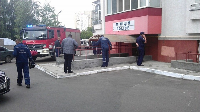 На месте происшествия находятся сотрудники милиции, а также спасатели. Фото: соцсети