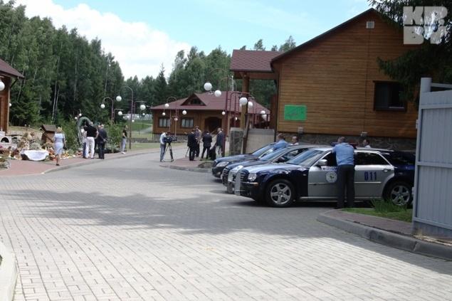 Знаменитого актера охранял наряд милиции. Фото: Леонид ПОЗНЯК