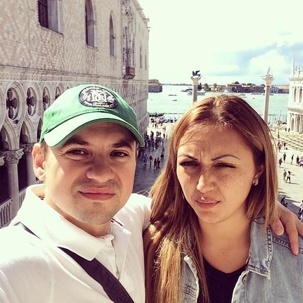 Андрей Гайдулян с невестой Дианой Очиловой.
