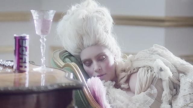 Кардашьян в образе Марии-Антуанетты.